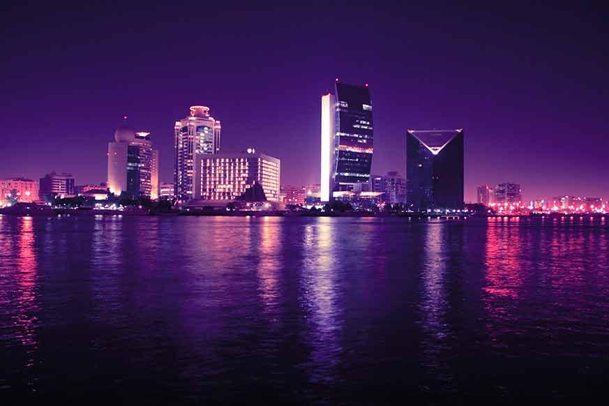 Floating-restaurant-view-of-Dubai-MarinaFloating-restaurant-view-of-Dubai-Marina
