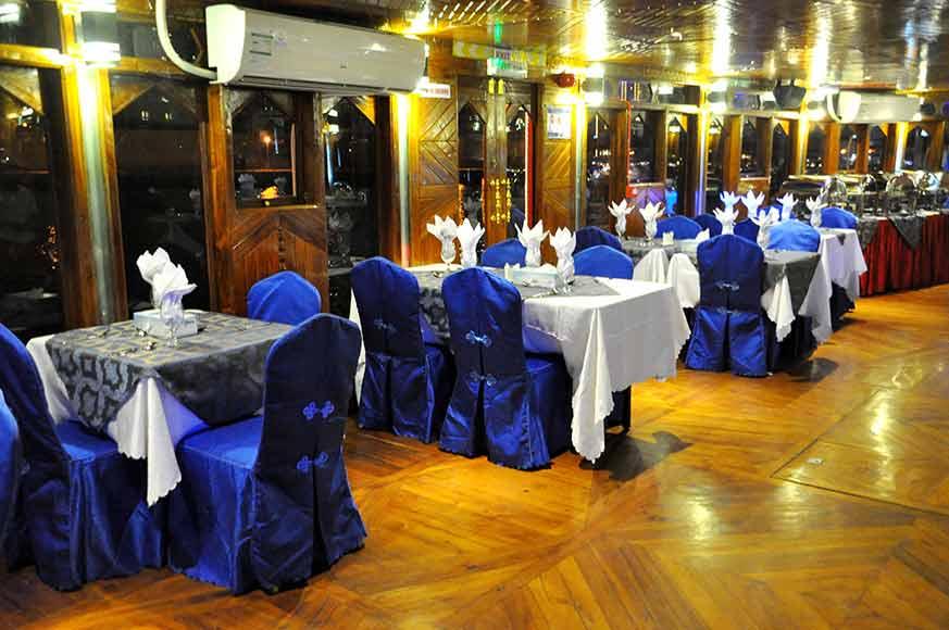 Sitting-Arrangement-In-Floating-restaurant-In-Dubai